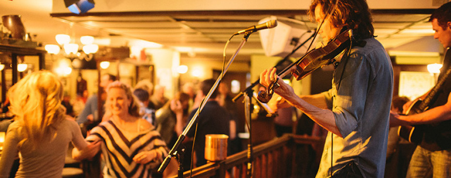 Live bands at the Dubh Linn Gate Pub